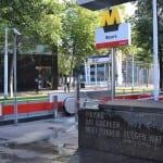 metrostation beurs reverse graffiti