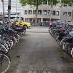 reverse graffiti fietsenstalling