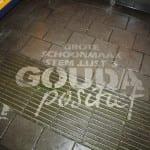 straatreclame in gouda bij bushalte
