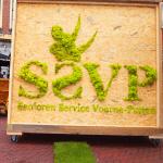 mos reclame op houten billboard