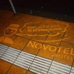 novotel amsterdam green graffiti bushalte