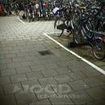 straatreclame met green graffiti bij fietsenstalling centraal station delft