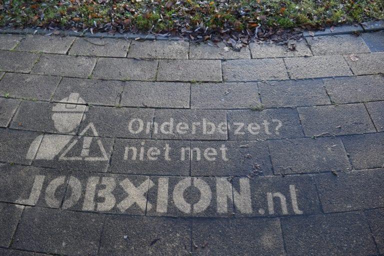 reverse-graffiti