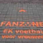 EK voetbal voor vrouwen chalk graffiti